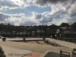 Sandplatz-vor-Marina